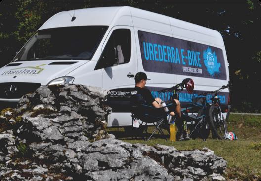 Servicio de transporte para personas y bicicletas